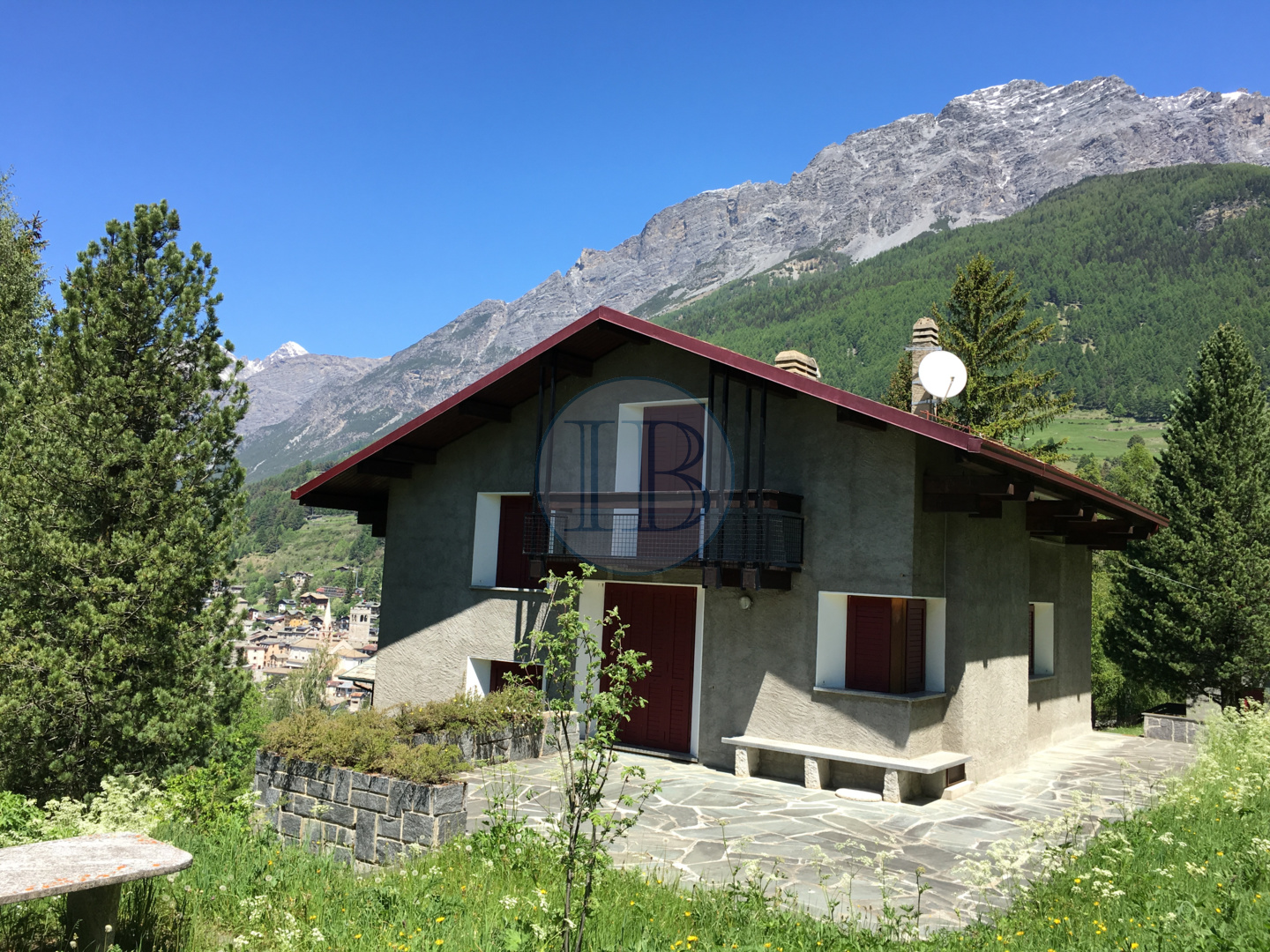 VILLA SURRONDED BY GREENERY IN BORMIO NEAR TO CABLE CAR AREA